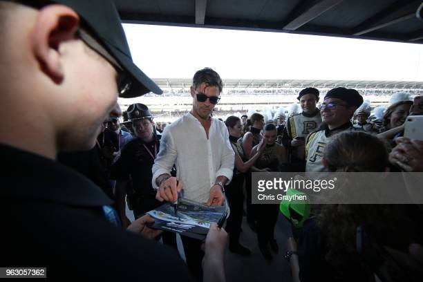 Chris Hemsworth signs an autograph during the 102nd Running of the Indianapolis 500 at Indianapolis Motorspeedway on May 27 2018 in Indianapolis...