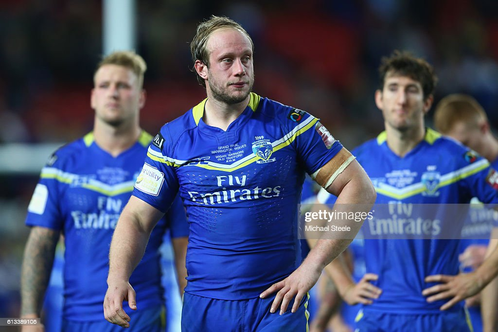 Chris Hill (C) the captain of Warrington looks dejected after his sides 6-12 defeat during the First Utility Super League Final between Warrington Wolves and Wigan Warriors at Old Trafford on October 8, 2016 in Manchester, England.