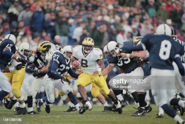 Chris Howard, Running Back for the University of Michigan Wolverines runs the football during the NCAA Big Ten Conference college football game...