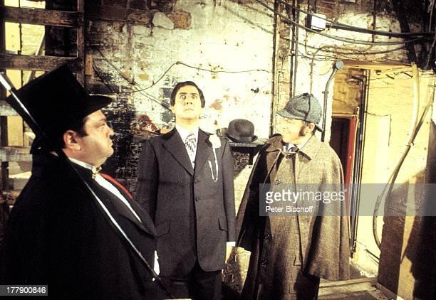 Chris Howland als 'Sherlock Holmes' Vico Torriani Mircea Krishan ZDF UnterhaltungsShow 'Schirm Scharm und Schau' Mainz Rheinland Pfalz Deutschland...