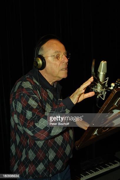 Chris Howland Duett Titel Wahre Liebe gibt es nur unter Männern KölnBrauweiler Weberstudios Showmaster Kopfhörer Brille Mikrofon singen Tonstudio...