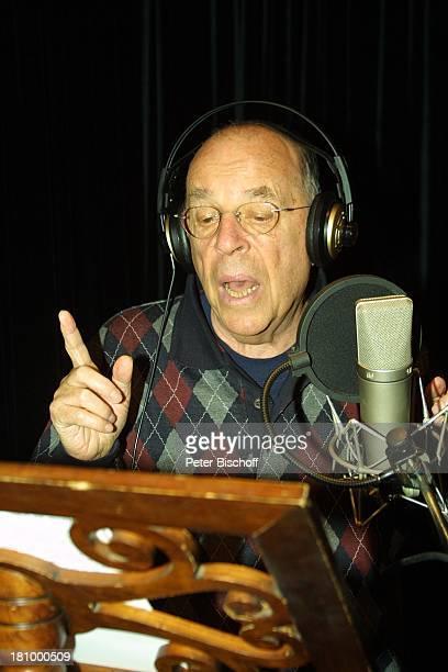 Chris Howland Duett Titel Wahre Liebe gibt es nur unter Männern KölnBrauweiler Weberstudios Showmaster Kopfhörer Brille Mikrofon singen Notenständer...