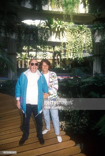 Chris Howland Ehefrau Monica Vervolet Lanzarote/Spanien Atlantik Insel Moderator Frau Familie Urlaub Promis Prominente Prominenter
