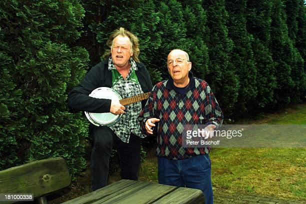 """Chris Howland , Gunter Gabriel, Duett, , Titel: """"Wahre Liebe gibt es nur unter Männern"""", Köln-Brauweiler, , Showmaster, Country-Sänger,..."""