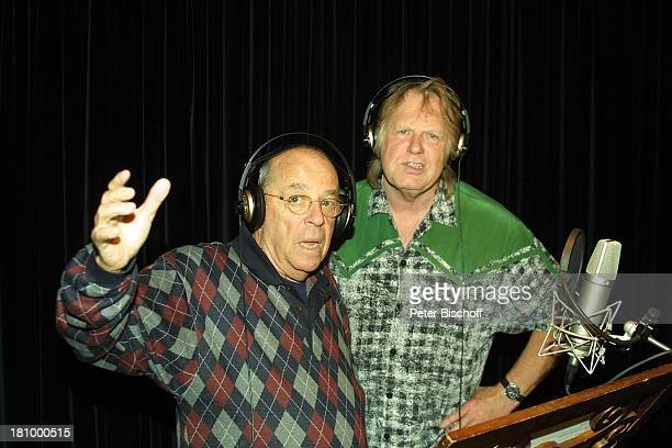 Chris Howland Gunter Gabriel Duett Titel Wahre Liebe gibt es nur unter Männern KölnBrauweiler Weberstudios Showmaster CountrySänger Kopfhörer Brille...