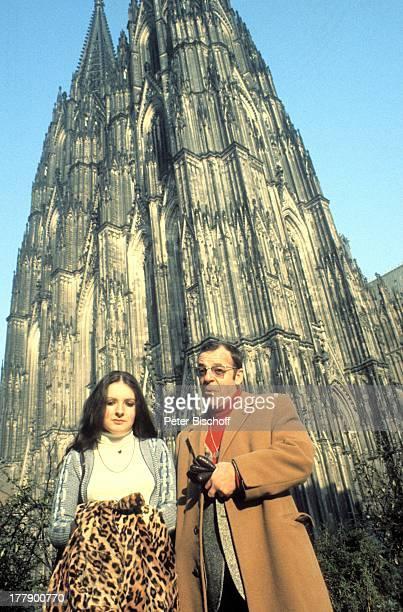 Chris Howland Tochter Sharon Ausflug Kölner Dom Köln NordrheinWestfalen Deutschland Europa Gebäude Bauwerk Architektur Sehenswürdigkeit Gotik Brille...