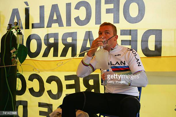 Chris Hoy of Great Britain drinks Red Bull before his failed attempt to break the World 1 Kilometre Altitude Record at the Alto Irpavi Velodrome May...