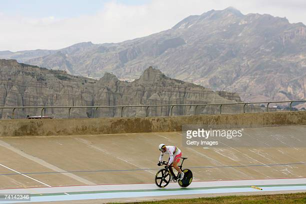 Chris Hoy of Great Britain on his first lap during his failed attempt to break the World 1 Kilometre Altitude Record at the Alto Irpavi Velodrome May...