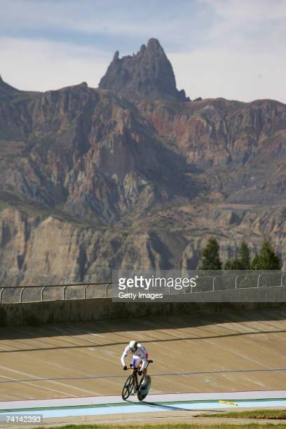 Chris Hoy of Great Britain on lap one during his narrow failure in his attempt to break the World 1 Kilometre Altitude Record at the Alto Irpavi...