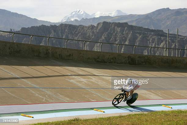 Chris Hoy of Great Britain on lap two during his narrow failure in his attempt to break the World 1 Kilometre Altitude Record at the Alto Irpavi...