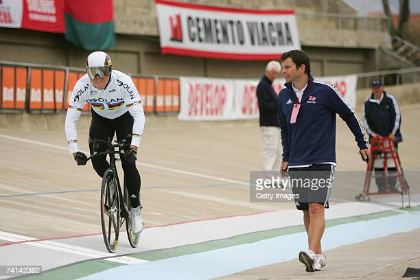 Chris Hoy of Great Britain practising his start as sports scientistScott Gardner urges on in preparations before his failed attempt to break the...