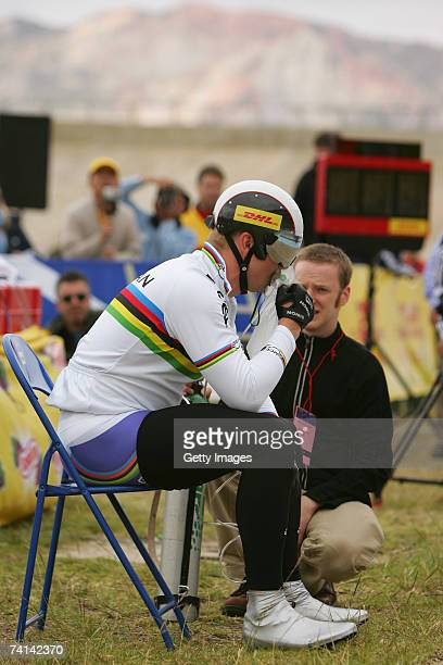Chris Hoy of Great Britain takes on oxygen alongside Doctor Kenneth Baillie before his failed attempt to break the World 1 Kilometre Altitude Record...
