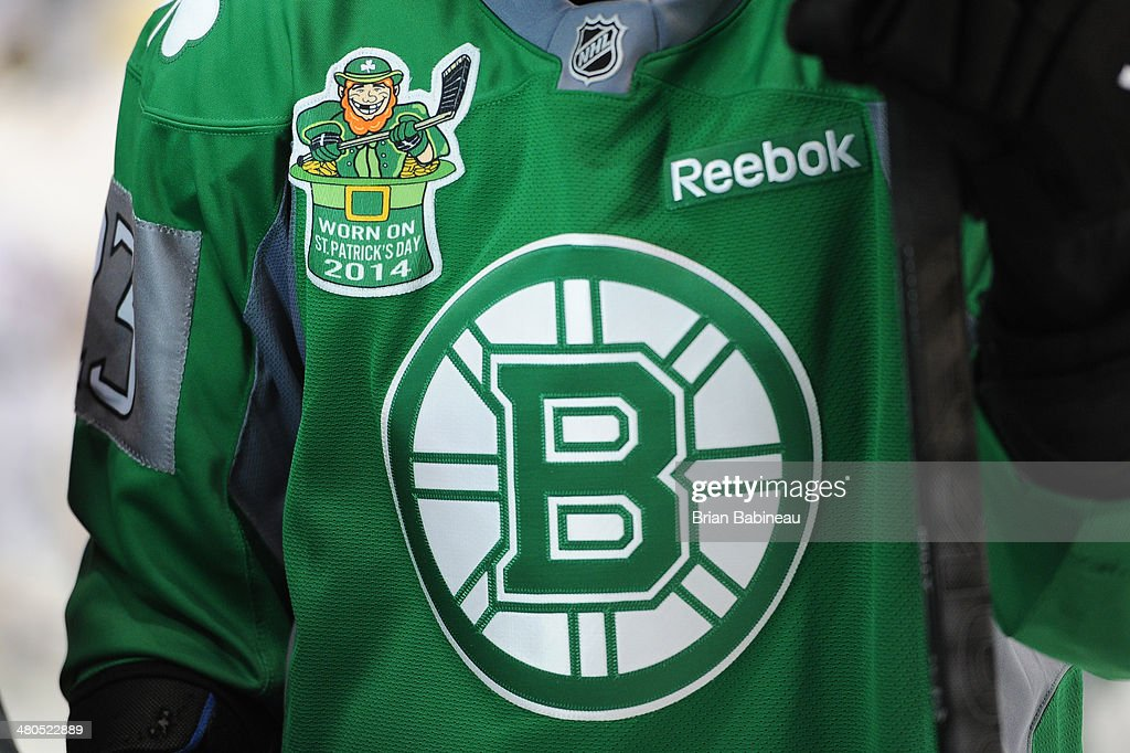 the latest fbaca 85ae1 Chris Kelly of the Boston Bruins wears a St. Patrick's Day ...