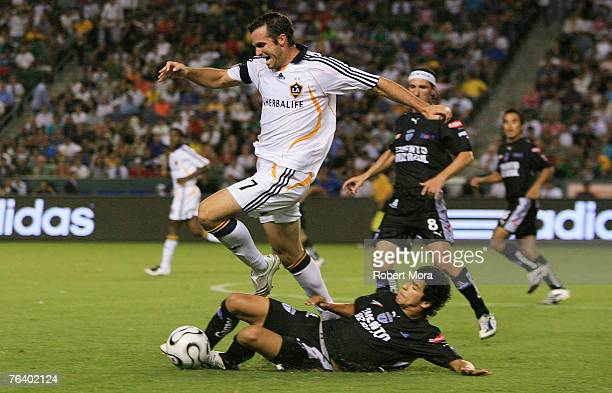 Chris Klein of the Los Angeles Galaxy in action against the defense of Pachuca during their Superliga Final match at Home Depot Center on August 29...