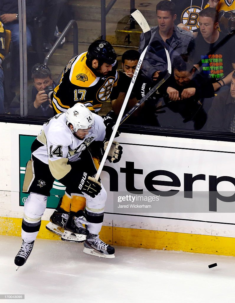 Pittsburgh Penguins v Boston Bruins - Game Three : News Photo
