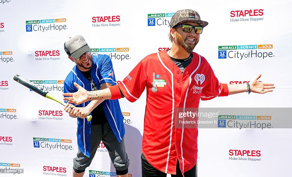 26th Annual City of Hope Celebrity Softball Game : News Photo