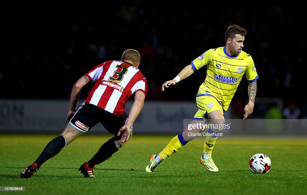 Chris Maguire of Sheffield Wednesday attacks during the Sky Bet Championship match between Brentford and Sheffield Wednesday at Griffin Park on October 21, 2014 in Brentford, England.