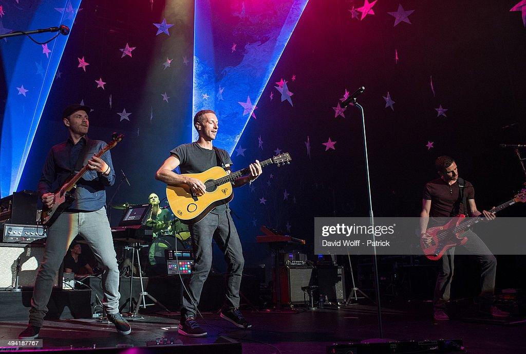 Coldplay Performs At Casino De Paris : News Photo