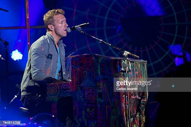 Chris Martin of Coldplay performs on stage at Vicente Calderon stadium on May 20, 2012 in Madrid, Spain.
