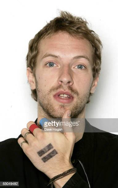 Chris Martin of Coldplay poses at a studio session to promote the band's new album 'XY' at the W Hotel on May 17 2005 in New York City
