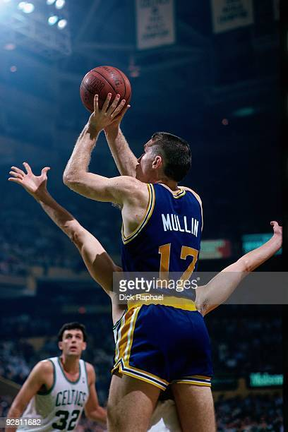 Chris Mullin of the Golden State Warriors shoots a jumper against the Boston Celtics during a game played in 1989 at the Boston Garden in Boston...