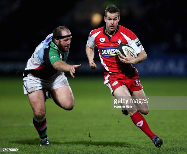 Chris Patterson of Gloucester runs off Ceri Jones of Harlequins during the Guinness Premiership match between Gloucester and Harlequins at Kingsholm...