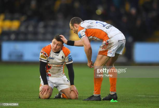Chris Pennell of Worcester Warriors and Duncan Weir of Worcester Warriors react after missing a last minute penalty kick during the Gallagher...