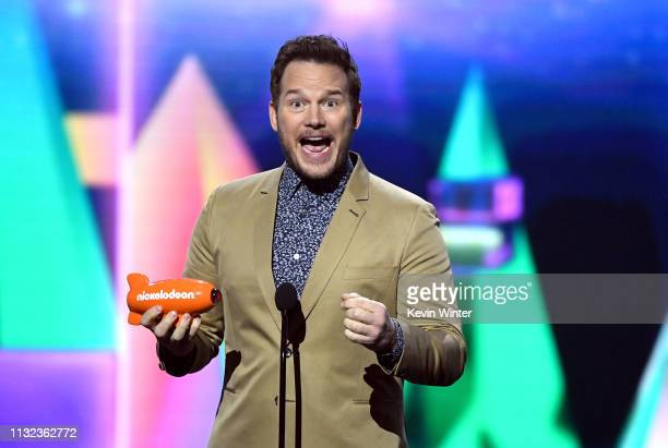 Chris Pratt accepts the Favorite ButtKicker award for 'Jurassic World Fallen Kingdom' onstage at Nickelodeon's 2019 Kids' Choice Awards at Galen...