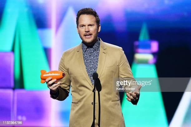 Chris Pratt accepts the Favorite ButtKicker award for 'Jurassic World Fallen Kingdom' onstage at Nickelodeon's 2019 Kids' Choice Awards at Galen...