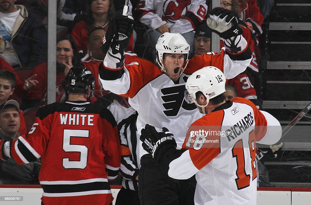 Chris Pronger  20 and Mike Richards  18 of the Philadelphia Flyers  celebrate a second 520045c84
