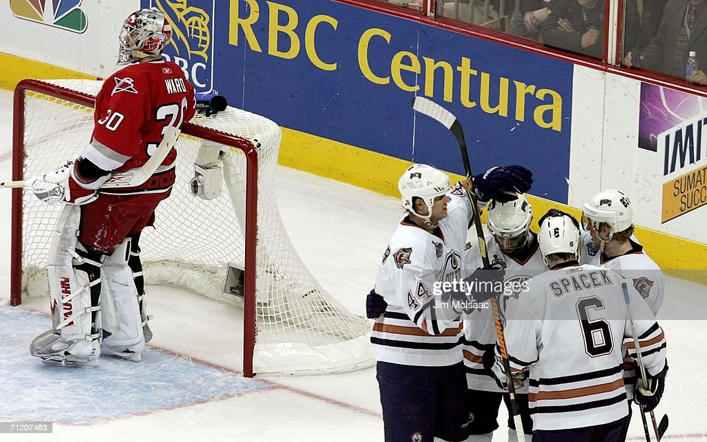 Edmonton Oilers v Carolina Hurricanes: Game 5 : News Photo