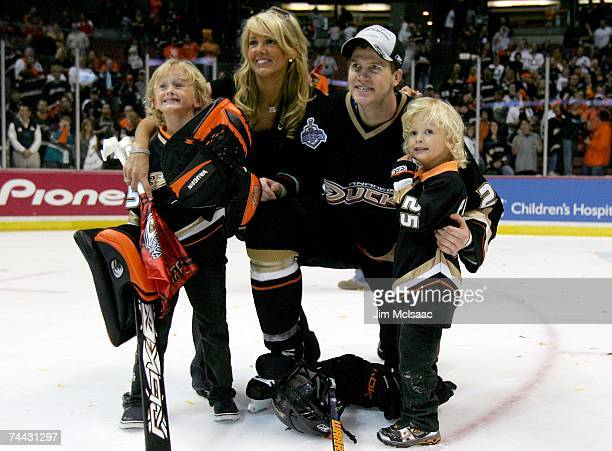 Chris Pronger of the Anaheim Ducks celebrates with his wife Lauren and sons Jack and George after his team's 62 victory over the Ottawa Senators in...