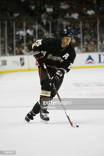 Chris Pronger of the Anaheim Ducks handles the puck during a preseason game against the San Jose Sharks at the Arrowhead Pond of Anaheim on September...
