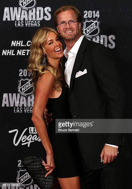 Chris Pronger of the Philadelphia Flyers and his wife Lauren arrive on the red carpet prior to the 2014 NHL Awards at Encore Las Vegas on June 24...