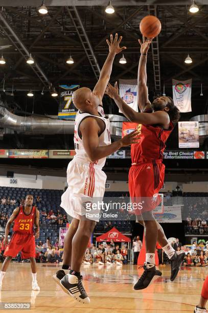 Chris Richard of the Tulsa 66ers shoots over Alton Ford of the Rio Grande Valley Vipers during the NBA DLeague game on November 28 2008 at the Dodge...