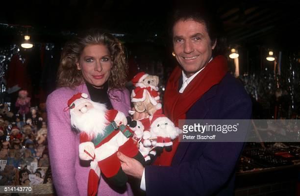 """""""Chris Roberts, Ehefrau Claudia Roberts, Bummel über Weihnachtsmarkt am in Hamburg, Deutschland. """""""