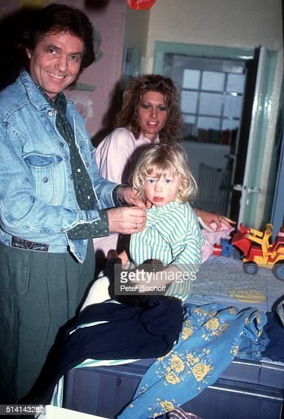 """Chris Roberts, Ehefrau Claudia Roberts, Sohn Jerome Roberts , Homestory am im Siegener Land bei Köln, Deutschland. """