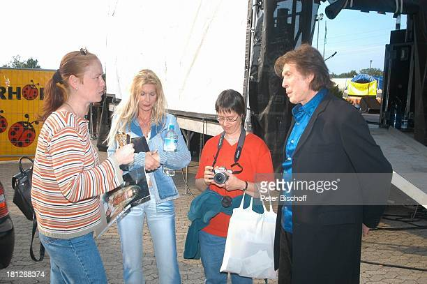 """Chris Roberts, Ehefrau Claudia Roberts , """"Startreff"""", Möbelhaus """"Meyerhoff"""", Osterholz-Scharmbeck, , Fotoapparat, Backstage, Fans, Sängerin,..."""