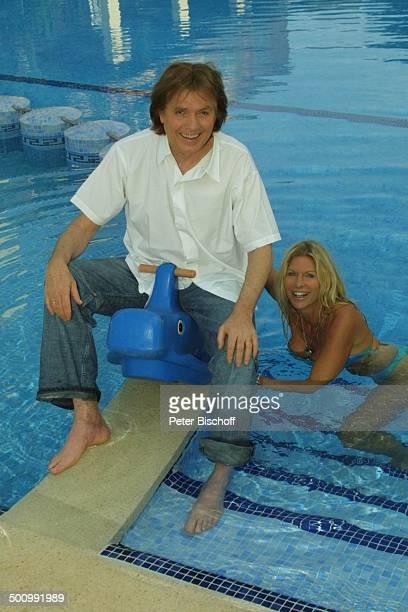 Chris Roberts, Ehefrau Claudia Roberts, Urlaub, Puerto Colom/Mallorca/Spanien, , Balearen, Appartment, Pool, Sänger, Sängerin, Ehemann, Bikini,...