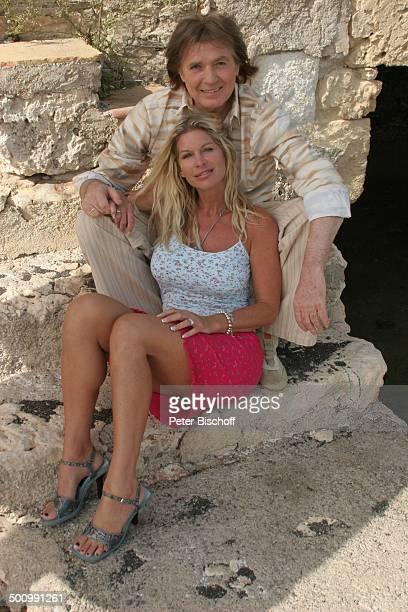 Chris Roberts, Ehefrau Claudia Roberts, Urlaub, Puerto Colom/Mallorca/Spanien, , Balearen, Sänger, Steilküste, Steinküste, Sängerin, Ehemann,...