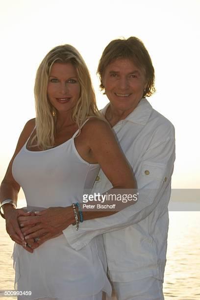 Chris Roberts, Ehefrau Claudia Roberts, Urlaub, Strand Es Trenc/Mallorca/Spanien, , Balearen, Küste, Meer, Mittelmeer, Klippen, Sonne, Sänger,...