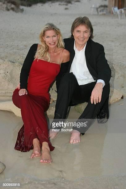 Chris Roberts, Ehefrau Claudia Roberts, Urlaub, Strand Es Trenc/Mallorca/Spanien, , Balearen, Meer, Strand, Mittelmeer, Abendgarderobe, Smoking,...