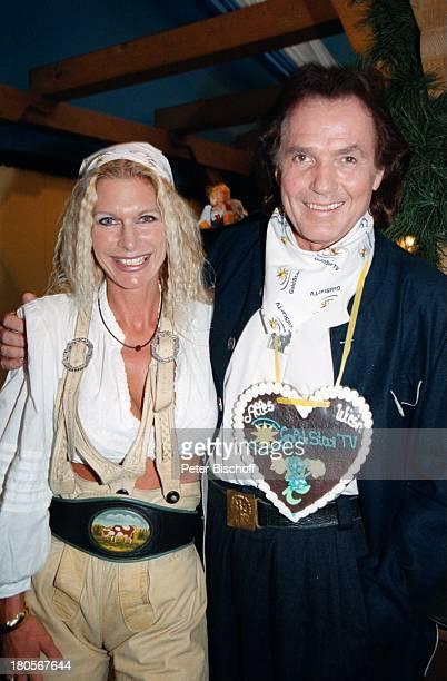 "Chris Roberts, Ehefrau Claudia Roberts,;""Goldstar TV Wies`n Treff"", Oktoberfest,;München, Bier, Glas, Frau,"