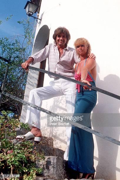 """""""Chris Roberts, Freundin Ilse Bauer, Homestory im Ferienhaus am in einem kleinen Ort bei Valldemosa auf Insel Mallorca, Spanien. """""""