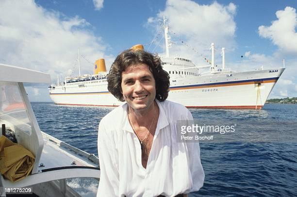 Chris Roberts JubiläumsUrlaub für 10 Jahre SchlagerStar Kreuzfahrt Kreuzfahrtschiff MS Europa vor Martinique Karibik mit Beiboot übersetzen Küste...