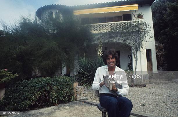 Chris Roberts Katze Homestory Ferienhaus Insel Mallorca Balearen Spanien Balkon Markise Tier HausTier SchlagerSänger SP/NB