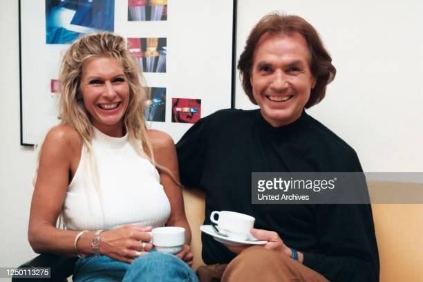 Chris Roberts - RTL - Der deutsche Sänger und Schauspieler Chris Roberts mit seiner Frau Claudia Roberts beim Kölner Fernsehsender RTL.