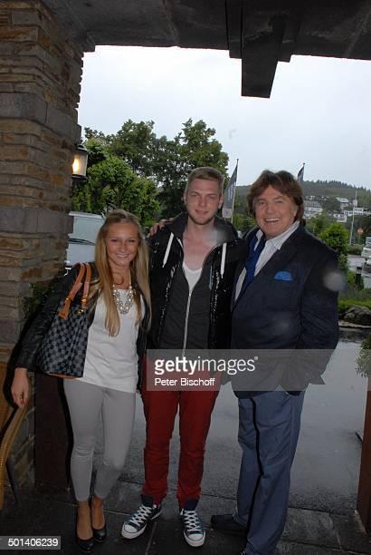 Chris Roberts Sohn Jerome mit Freundin Laura Party zum Ende von Heinos Rathaus Café nach 16 Jahren und NeuEröffnung vom Heino Café im umgebauten...