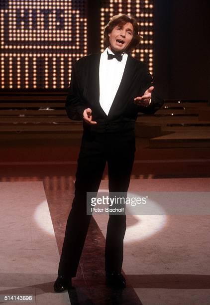 """""""Chris Roberts, ZDF-Show """"""""Super-Hitparade 1981"""""""" am in der Philippshalle in Düsseldorf, Deutschland. """""""