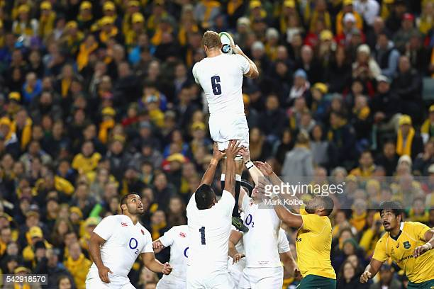 Chris Robshaw of England wins the ball in the lineout during the International Test match between the Australian Wallabies and England at Allianz...